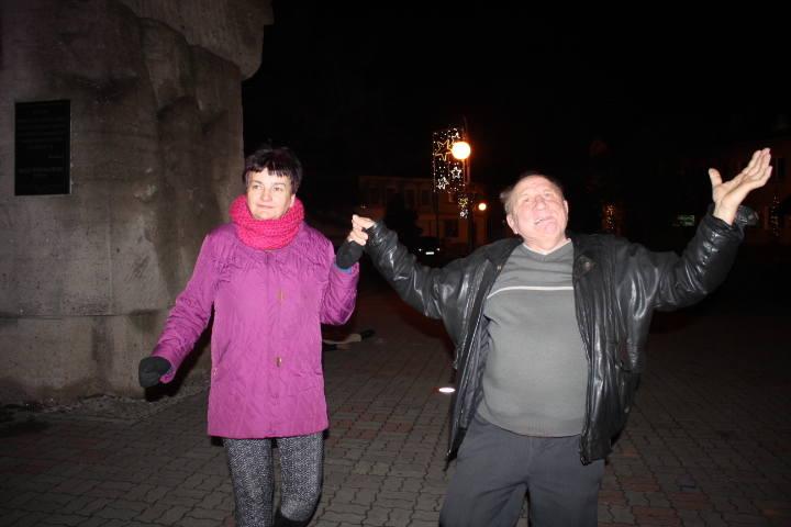 Zgodnie z kilkuletnią traadycją mieszkańcy Radziejowa przywitali Nowy Rok 2019 na radziejowskim Rynku, gdzie do późnych godzin nocnych bawiono się z