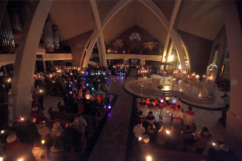 Roraty 2015 Tydzień 14-20 grudniaŚroda, 16 grudnia[*]1. Kto, kiedy i gdzie ogłosił, że siostra Faustyna jest świętą?Papież Jan Paweł II podczas mszy