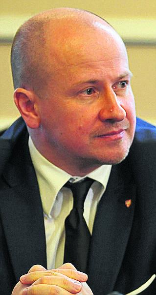 Bartłomiej Wróblewski w marcu 2015 r. został pełnomocnikiem PiS w powiecie. Później po raz pierwszy dostał się do Sejmu.