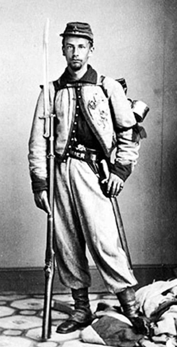 Żuaw amerykański, porucznik Francis E. Brownell walczący po stronie Unii w wojnie secesyjnej. Swoje jednostki żuawów mieli też konfederaci. Rok 1864 lub 1865