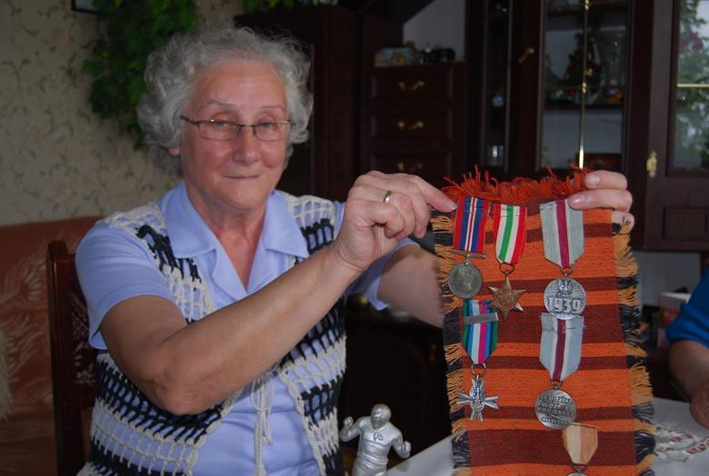 Przechowuję pamiątki i medale mojego ojca z czasów wojny. Losy rzucały go po Europie, we Włoszech grał w drużynie II Korpusu Armii AndersaSekcja pływacka Budowlanych Toruń podczas treningu na basenie w Ciechocinku w 1954 roku. W tle widoczna jest tężnia