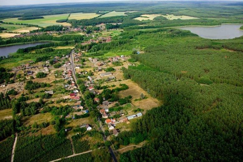 Bytnica ulokowała się na przesmyku między dwoma jeziorami - Kokno i Bytnickim. Właśnie to strategiczne położenie sprawiło, że przed wiekami zbudowano tutaj zamek.