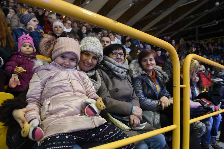 Gala Łyżwiarska to od lat jeden z hitów sportowej zimy na Tor-Torze. Od środy w Torunu trwał Mentor Toruń Cup. Najlepsi zaprezentowali się w sobotę kibicom,