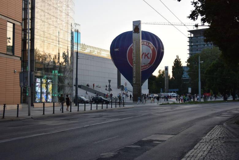 Pokaz balonów przed Centrum Spotkania Kultur. Koniecznie zobacz zdjęcia
