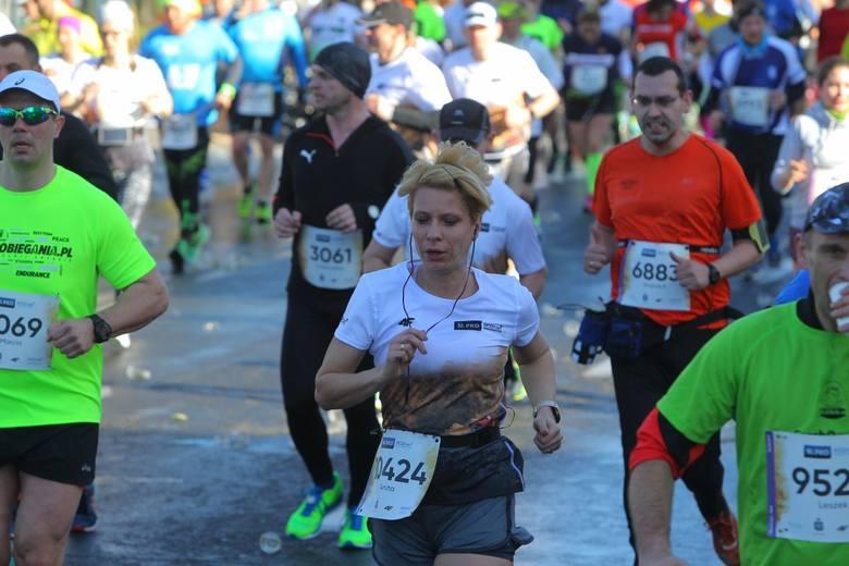 10. Poznań Półmaraton 2017 za nami. Na trasie rywalizowało ponad 11 tysięcy zawodników. Najszybciej na mecie zameldowali się Marcin Chabowski i Karolina Nadolska. Biegłeś w półmaratonie? Kibicowałeś? Znajdź się na zdjęciach!&lt;br /&gt; &lt;br /&gt; <i>Przejdź do kolejnego zdjęcia ------&gt;</i>&lt;br /&gt; &lt;br /&gt;...