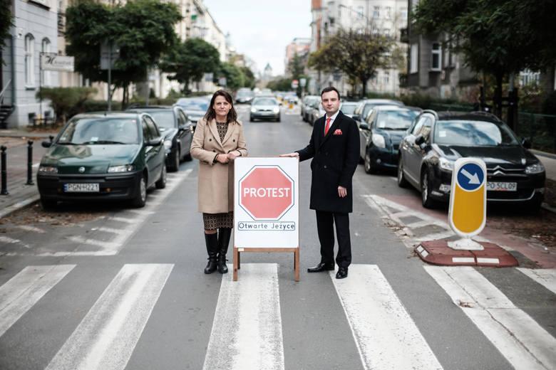 Agnieszka Jurasz i Michał Mickiewicz mają już za sobą jedną potyczkę o zmiany na ulicy Słowackiego. Teraz z innymi mieszkańcami protestują przeciwko