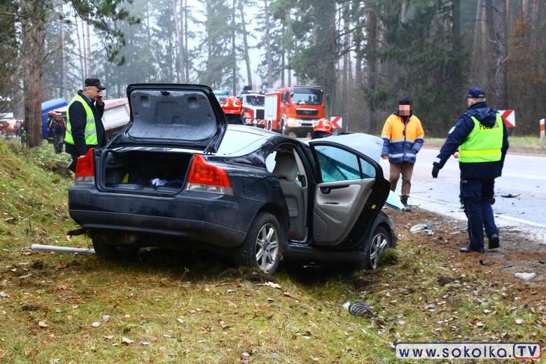 W wyniku wypadku ucierpiała kobieta kierująca osobówką. Została zabrana do sokólskiego szpitala. Kierowcy ciężarówki nic się nie stało.