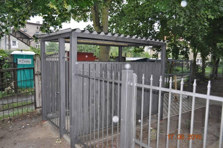 Podwórko przy ul. Wolności 18-20 w Nowym Porcie jest przykładem dobrej integracji, ponieważ poszczególne wspólnoty kolejno przystępowały do programu