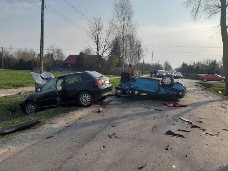 Do zdarzenia doszło w piątek w Dębinie w powiecie łańcuckim. Policjanci ustalili, że w kierunku Białobrzeg seatem jechała 56-kobieta. W tą samą stronę
