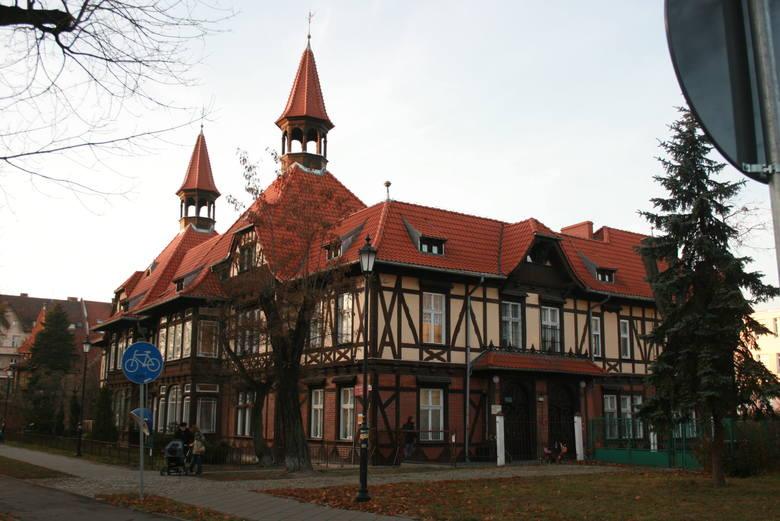 Piękna willa przy ul. Bydogskiej 34-36. Tutaj przed wojną znajdował się konsulat niemiecki a nieoficjalnie - centrala niemieckiego wywiadu na Polskę