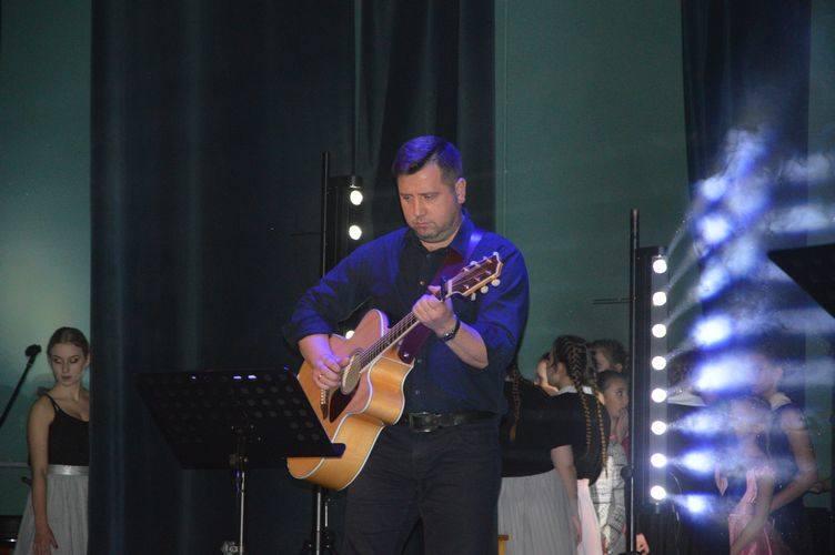 """Zagrali dla Olka, czyli charytatywne """"Taneczne kolędowanie"""" w Polonezie [ZDJĘCIA]"""
