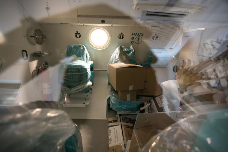 Komora hiperbaryczna jest specjalnego rodzaju szczelnie zamkniętym pomieszczeniem skonstruowanym na potrzeby terapii hiperbarycznej. Jest to metoda wykorzystująca lecznicze właściwości stuprocentowego tlenu pod zwiększonym ciśnieniem atmosferycznym.