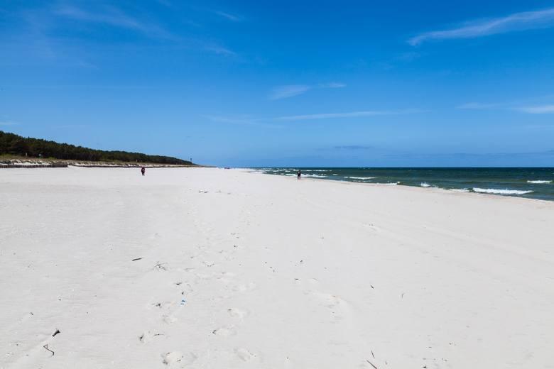 Wakacje 2020. Epidemia koronawirusa sprawiła, że w te wakacje chętniej niż zazwyczaj zostaniemy w kraju. Urlop możemy spędzić na plażach nad Bałtykiem.