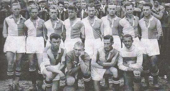 Leon Knul - trzeci od lewej, górny rząd, źródło: PTC Pabianice futbolowo