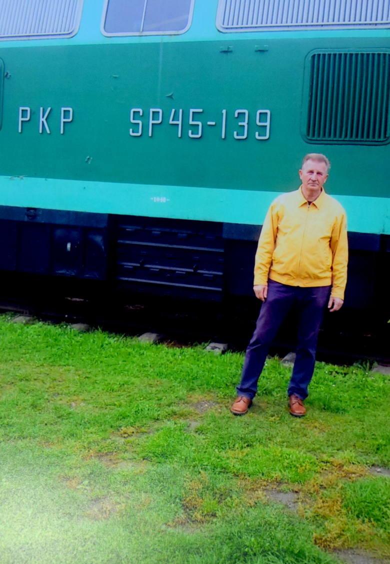 20 września 2016 roku. Józef Kaźmierczak przy lokomotywie SP45-139 w Kościerzynie. <br /> - Bardzo długo jeździłem na tej serii - mówi wielki pasjonat kolei