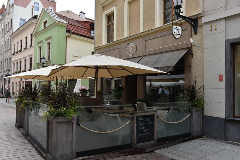 Miejsce 20: Szeroka No.9 - średnia ocena 4,5 na podstawie 616 recenzji. Lokalizacja: Szeroka 9KUCHNIE: Polska, Europejska, ŚrodkowoeuropejskaSPECJALNE