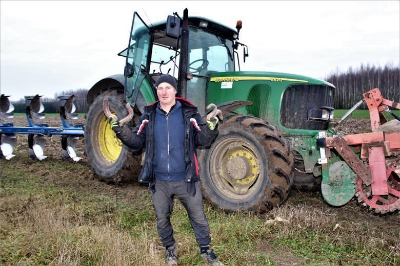 Mieczysław Miszczak właściciel gospodarstwa rolnego w Węglewicach Kolonii, w gminie Witonia wyhodował na 8 hektarach buraki ćwikłowe, ale nie mógł ich