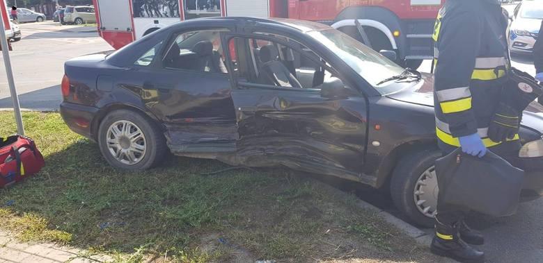 Przasnysz. Wypadek na Słowackiego. Jedna osoba zakleszczona w pojeździe
