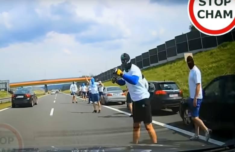 Bójka pseudokibiców z Podkarpacia na autostradzie A4. Jest nowy film (WIDEO, ZDJĘCIA)