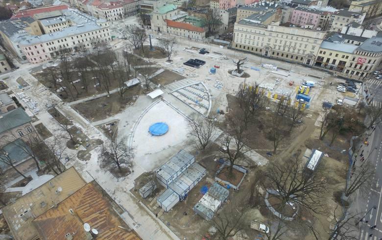 Kontrakt na przebudowę placu Litewskiego opiewa na 48,8 mln zł. Ratusz był gotów wydać na ten cel nawet 67,8 mln zł. Roboty wykonuje Budimex