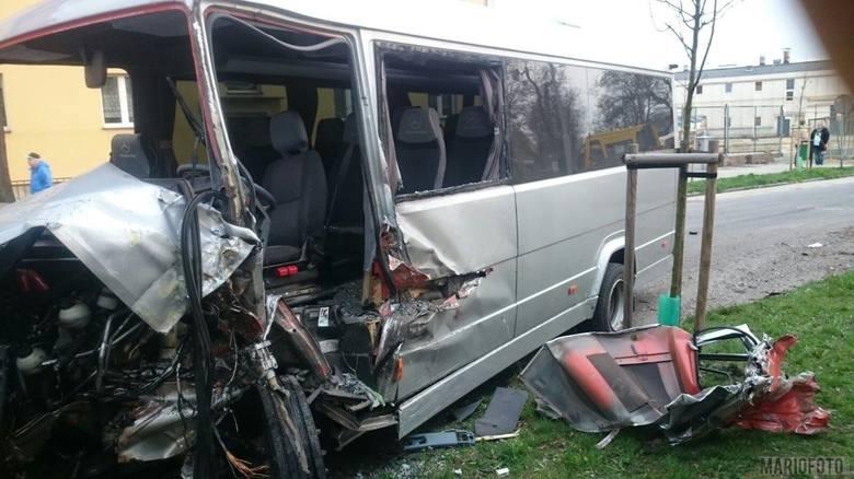Osiem osób zostało poszkodowanych w wypadku, do którego doszło rano przy ulicy Fabrycznej w Brzegu. Cztery z nich zostały przewiezione do szpitala. Do