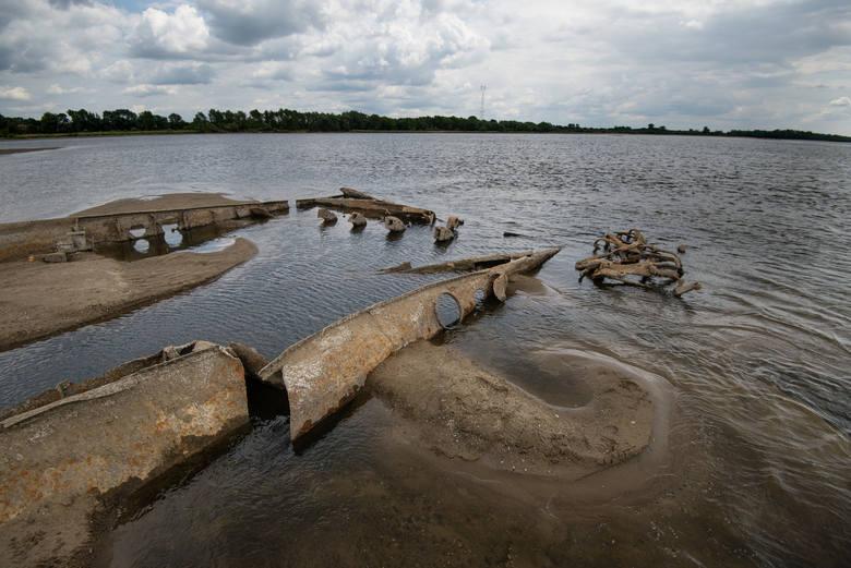 Rekordowo niski stan wody na Wiśle w lipcu 2015 roku