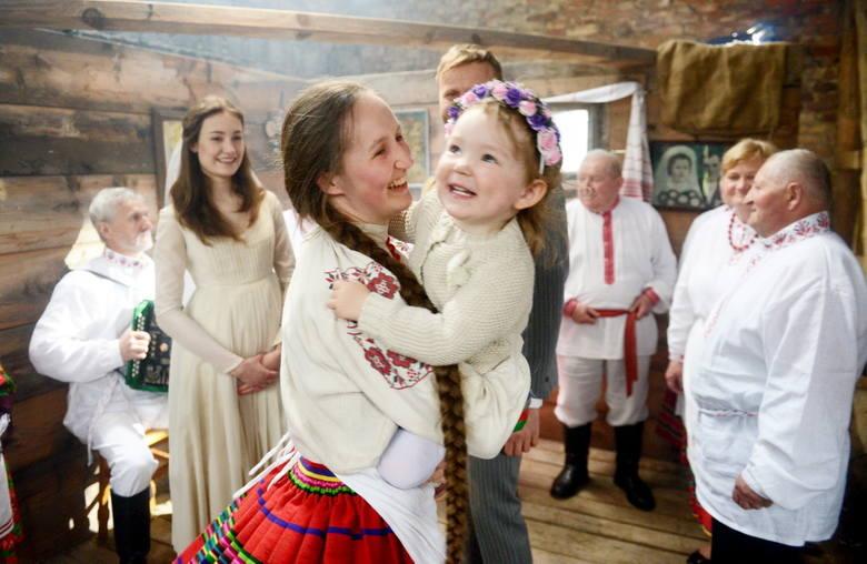 Jak to na weselu, dzieci bawią się najlepiej
