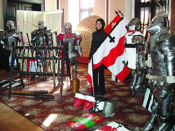 Sala mieszczańska w Ratuszu na miesiąc zamieniała się w  centrum kultury średniowiecznego rycerstwa.