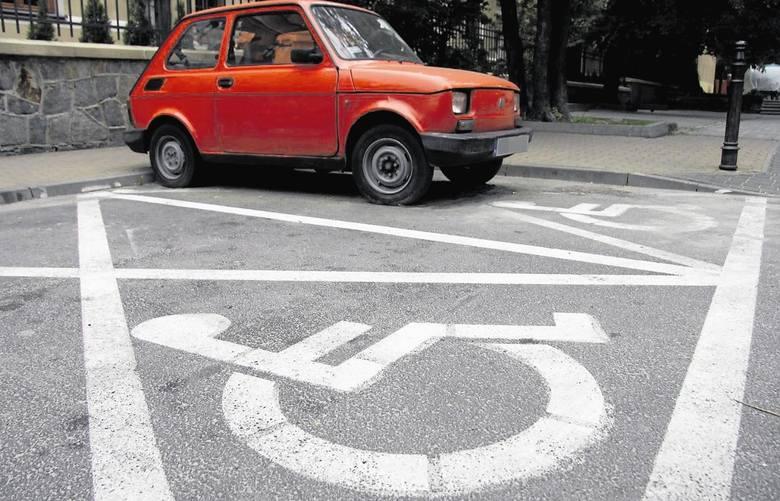 4 punty za brak kasku u rowerzysty lub motocyklistyZnamy nowe propozycje taryfikatora mandatów przygotowane przez Ministerstwo Spraw Wewnętrznych o Administracji.