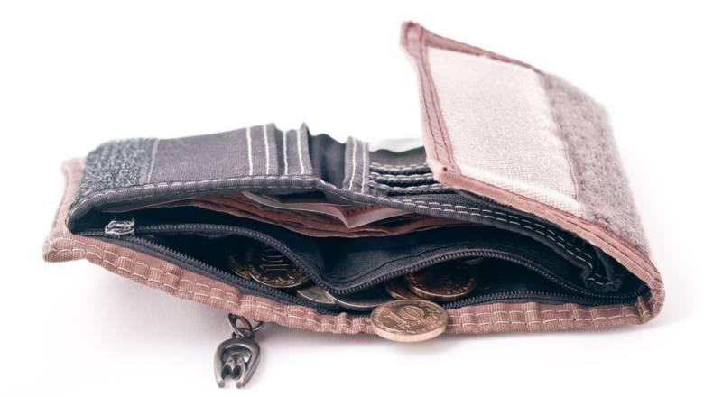 A ty gdzie trzymasz prezerwatywy? Tych 8 rzeczy nie wolno nosić w portfelu