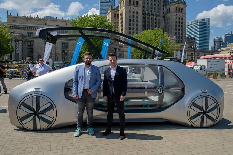 Zwycięzcy konkursu Renault EZ-GO: Radosław Domżoł i Jakub Jedynak w Warszawie
