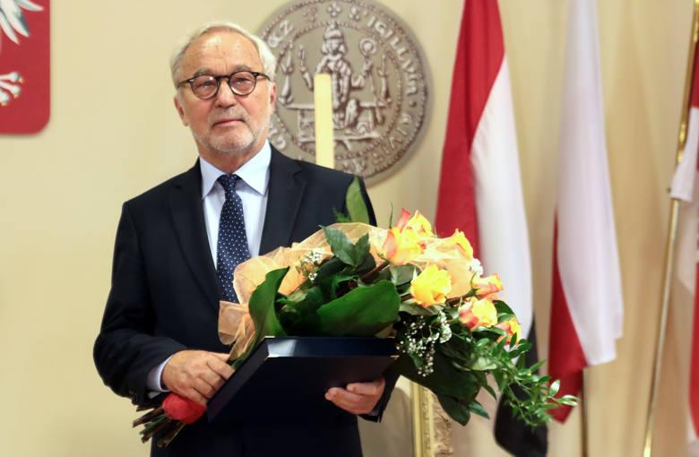 W sali sesyjnej grudziądzkiego ratusza prezydent Grudziądza Robert Malinowski wręczył nagrodę im. Księdza Pasierba fotografikowi Adamowi Bujakowi. Nagrodę