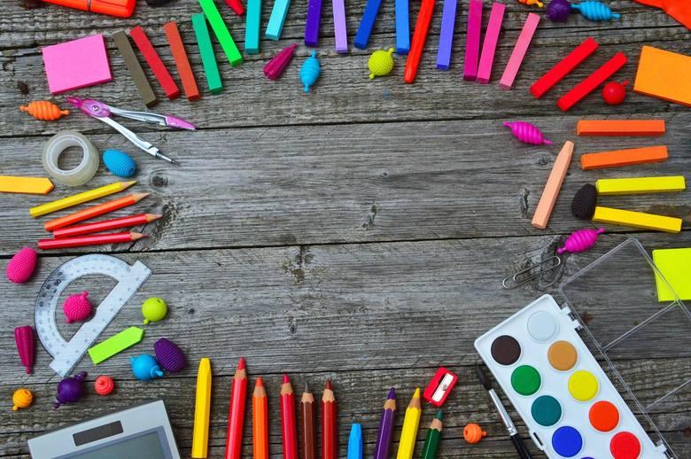 Wyprawka szkolna 2020 - przegląd artykułów szkolnych w Biedronce, Lidlu i Auchan [ZDJĘCIA, CENY]