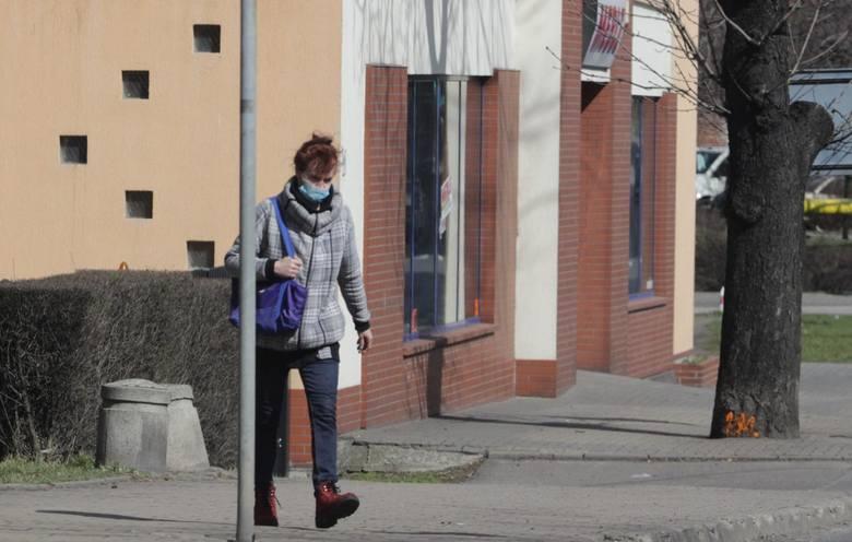Co czwarty badany uważa, że noszenie maseczki jest niezdrowe, a co piąty nie wierzy w ograniczenie transmisji wirusa poprzez zakrywanie nosa i ust.