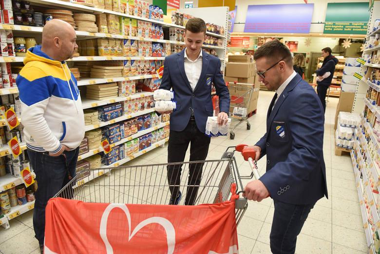 Toruńscy żużlowcy po raz kolejny włączyli się w akcję Szlachetnej Paczki. W czwartkowe przedpołudnie przedstawiciele Get Well Toruń, w tym Igor Kopeć-Sobczyński
