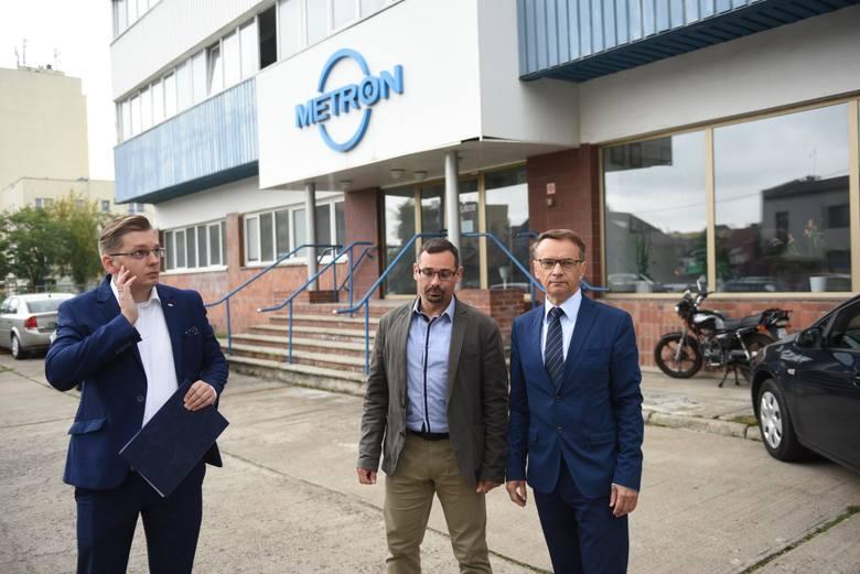 Od lewej: rzecznik wojewody Adrian Mól, dyrektor Krzysztof Poskrop i pełnomocnik wojewody Paweł Bukowski