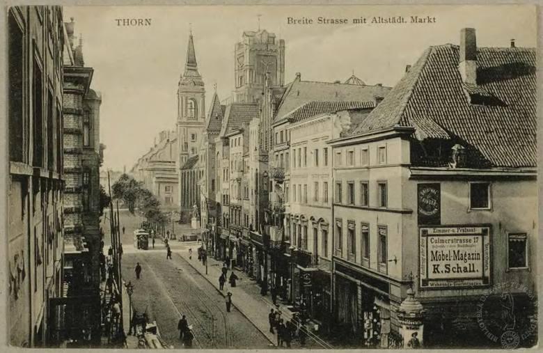 Do tego tramwaju wjeżdżającego w ulicę Szeroką przed 1920 rokiem nie wsiądziemy. Podróż rozpoczniemy kulturalnie od Bydgoskiego Przedmieścia.