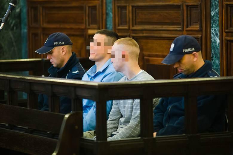 <strong>PROCES ZABÓJCÓW AGNIESZKI MICHNIEWICZ. WINNI MORDERSTWA I GWAŁTU</strong><br /> <br /> Najsurowszą karę - 25 lat więzienia - sędziowie wymierzyli 25-letniemu Piotrowi N. Ich zdaniem zadał Agnieszce najwięcej ciosów nożem. <br /> <br /> Sąd Apelacyjny w Białymstoku uznał, że mężczyźni są winni...
