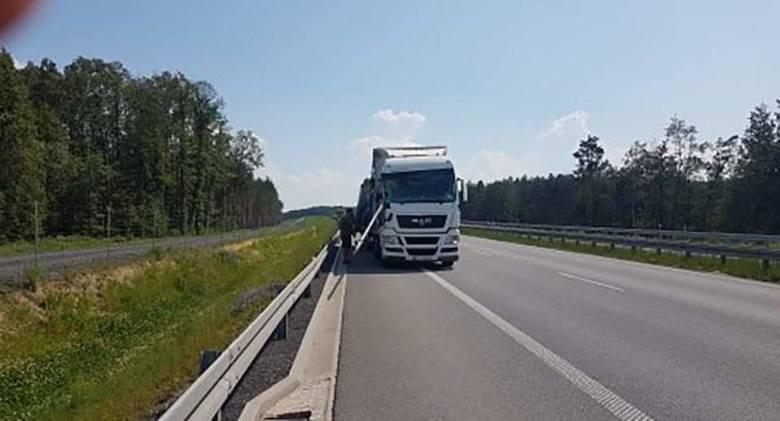 Do tej niebezpiecznej sytuacji doszło we wtorek, 4 czerwca, około godz. 16.00 na S3 na odcinku Nowa Sól-Nowe Miasteczko. Nikomu nic się nie stało. O