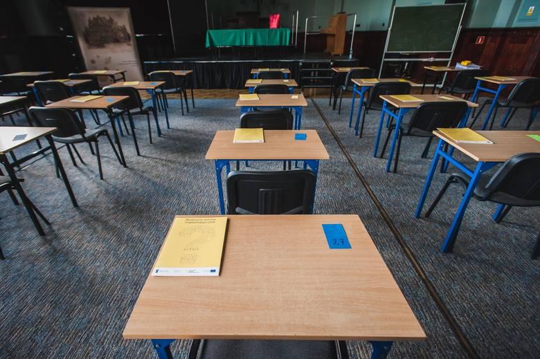 Matura 2020 z matematyki na poziomie rozszerzonym rozpocznie się w poniedziałek, 15 czerwca o godz. 9.00 i będzie trwała 180 minut.