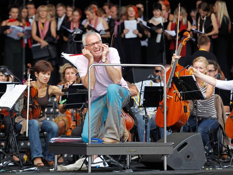 Ostatnie przygotowania do koncertu na rzeszowskim Rynku. Próba chóry pod dyrekcją Krzesimira Dębskiego i Romana Drozda.