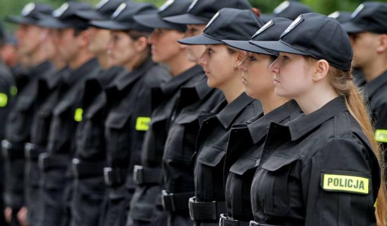 Ile zarabia policjant? Zarobki policjantów wg stanowiskStanowisko: ReferentGrupa zaszeregowania: 3Zarobki: 3 195 zł