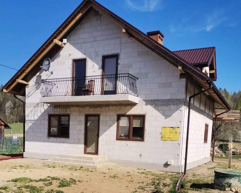 Udało się zebrać pomoc dla 14-letniej Faustyny i jej babci, ze Słonnego w gminie Dubiecko.  Będą mogły dokończyć dom, którego budowę rozpoczęła pani Małgorzata, tragicznie zmarła w lutym br.