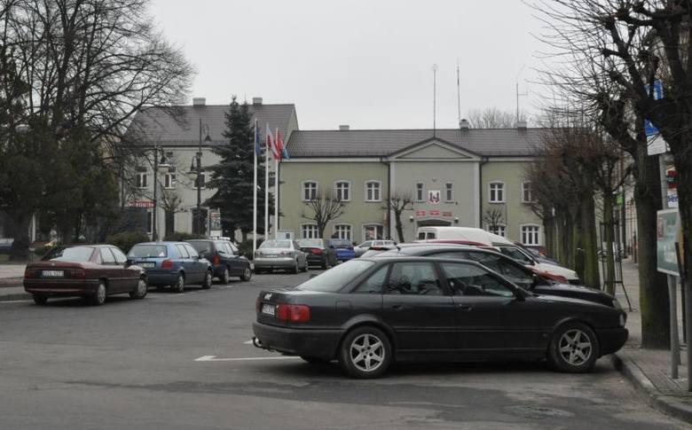 Prawie 4 miliony zł wyda w tym roku gmina Praszka na inwestycje. Największe zadania to budowa dróg oraz remont dwóch  szkół podstawowych.Budżet Praszki