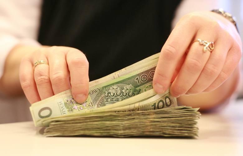 Jeśli więc stopa lombardowa wzrośnie o 1,5 proc, oprocentowanie kredytów skoczy o 6 proc. kredytobiorcom płacącym obecnie odsetki według stopy procentowej