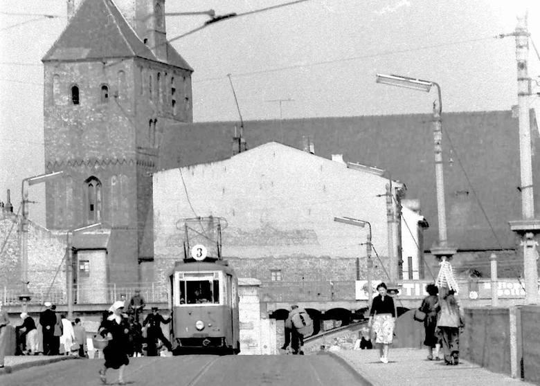 5 sierpnia 1941 r. we Lwowie urodził się Kurt Mazur.  Możecie go nie znać, ale musicie zobaczyć jego zdjęcia! Są przepięknym wspomnieniem po dawnym Gorzowie.