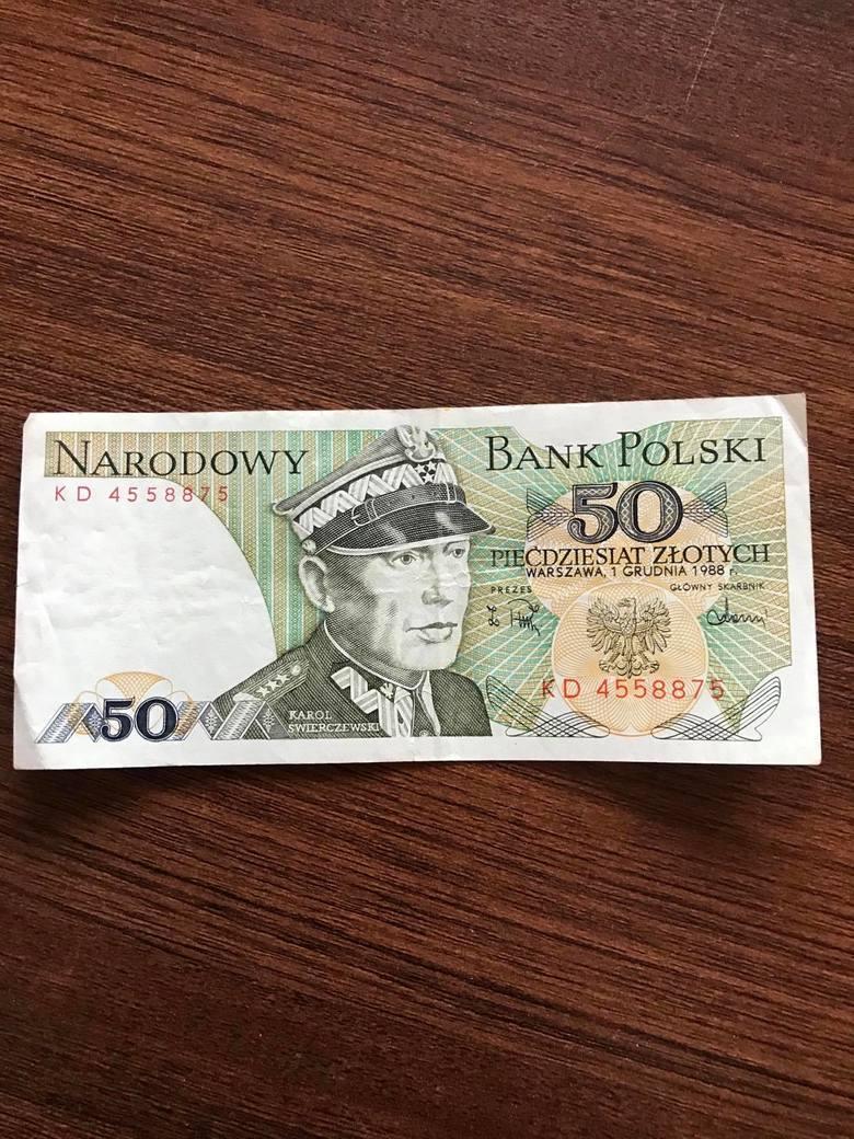 Banknot 50 zł 1975 rok - Karol ŚwierczewskiNajcenniejsze są nominały z lat 70. Stan bankowy i niska seria.