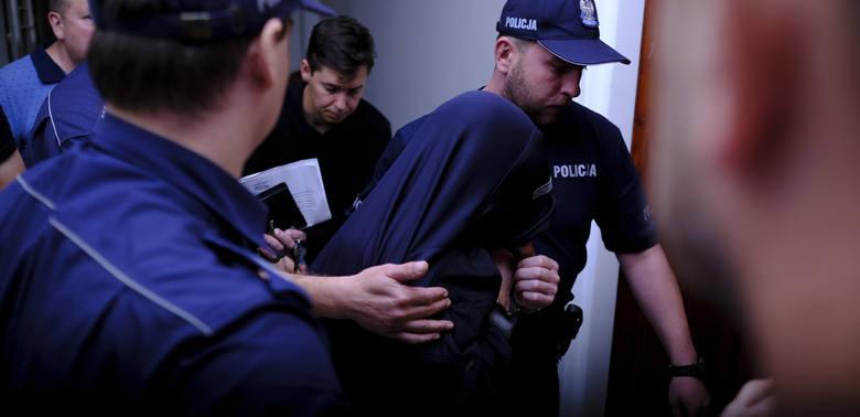 Kawa dla mordercy i pedofila. Szef aresztu zapłaci posadą?