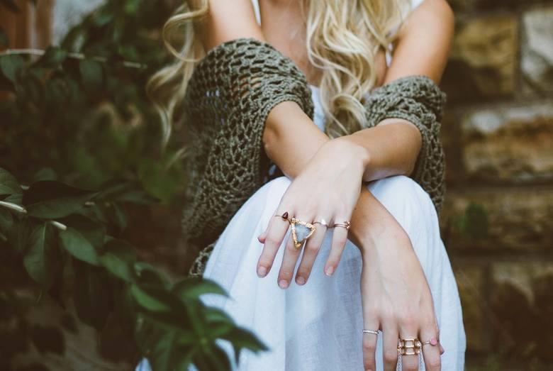 Poznaj 3 żelazne zasady, jak perfekcyjnie dobierać biżuterię