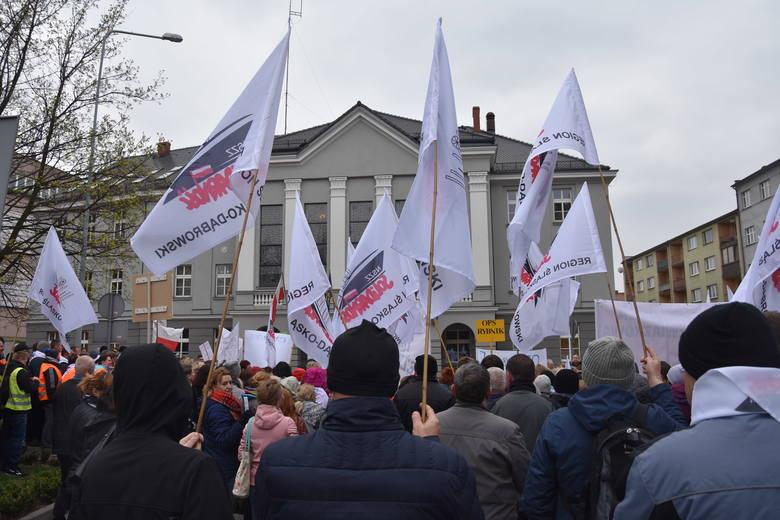 Pracownicy jednostek miejskich z Rybnika chcą 1500 zł PLUS